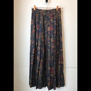 Dresses & Skirts - Vintage Pleated Maxi Skirt